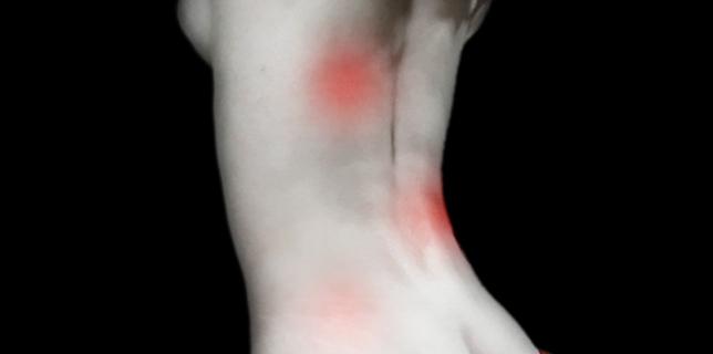 Schmerzpunkte am Rücken © josef T-Rezaie: Rotten-Schallen www.piqs.de